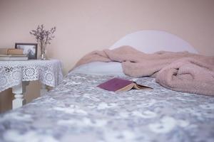 un lit une chambre propice au sommeil