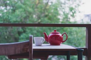 en vacances seule prendre son thé tranquillement