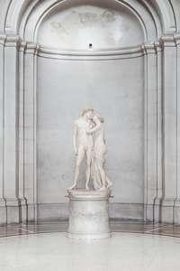 au musée une sculpture est une oeuvre d'art