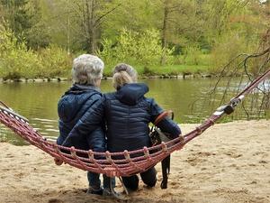 deux femmes parlent du syndrome du nid vide