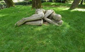 statue de femme couchée douleurs ménopause
