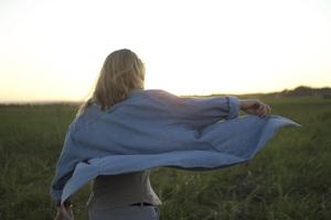 une  femme prends du temps pour elle  à la ménopause